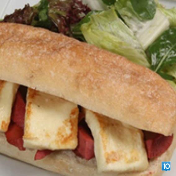 Peynirli-zeytin-ezmeli-domatesli-sandvic