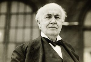 ca. 1890-1931 --- Thomas Edison (1847-1931), was a prolific inventor who was issued over 1,000 patents over his lifetime. --- Image by © Underwood & Underwood/Underwood & Underwood/Corbis